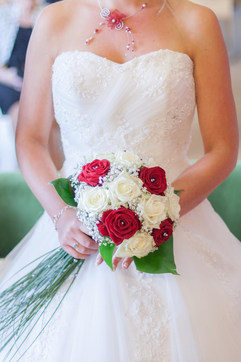Buste et bouquet de la mariée