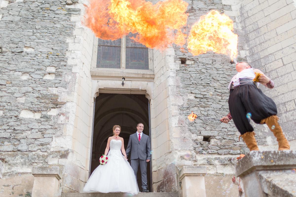 Sortie d'église sous les flammes